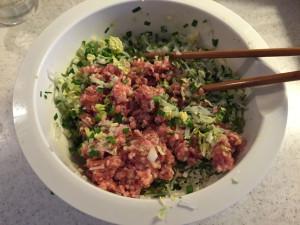 アニキ餃子の餡を作る