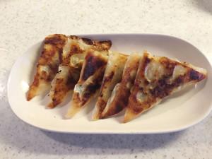 アニキ餃子を食べる
