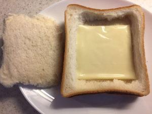 食パンとスライスチーズ