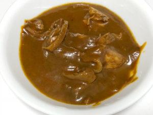 チキンとインドカレーを食べる