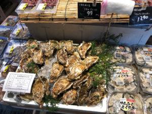 殻付きの生牡蠣